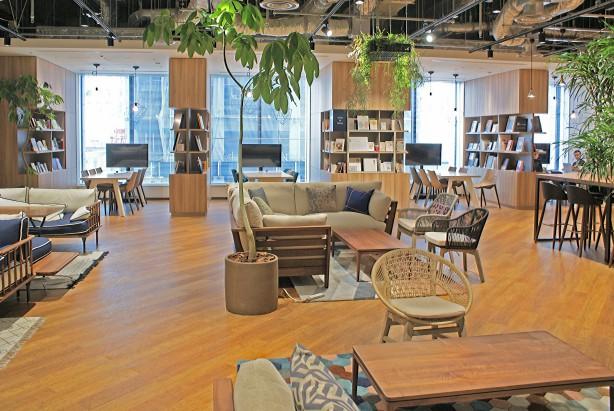 オフィス内共用スペース「ライブラリ」