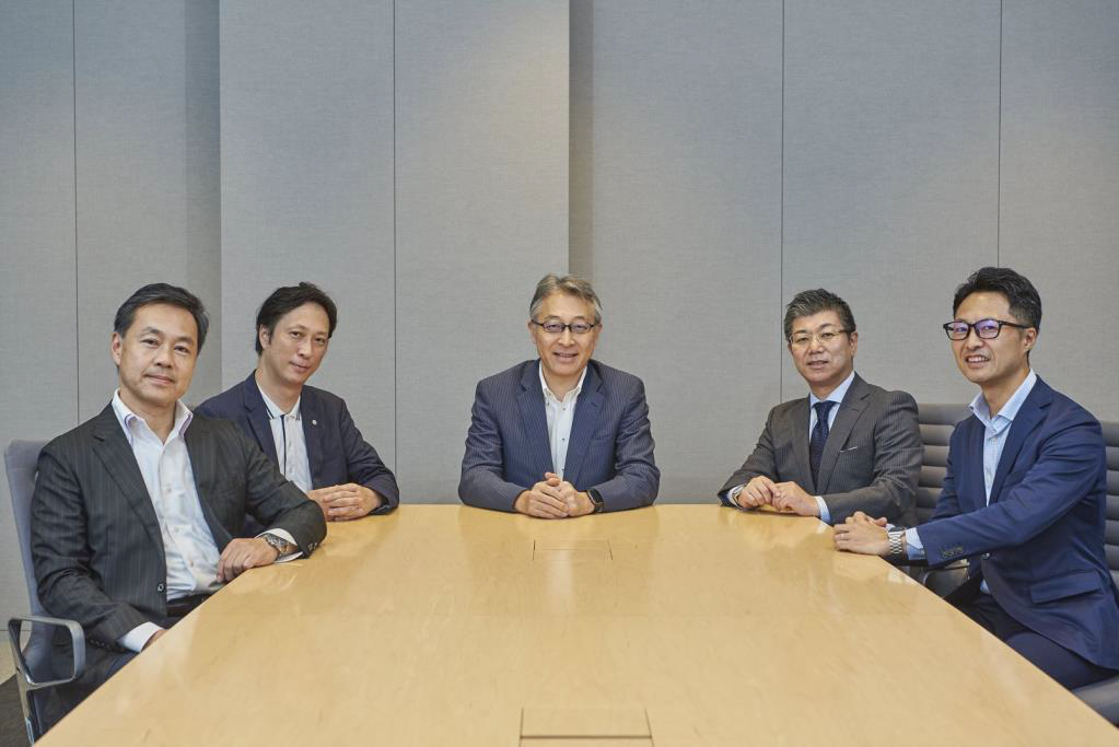 From left: Mr. Hoshino from THK Co., Ltd.; Mr. Kato from Daiwa House Industry Co., Ltd.; Mr. Nitta from JFE Steel Corporation; Mr. Kamagata from Hirose Electric Co., Ltd.; and Mr. Yoshida from SAP Japan Co., Ltd.