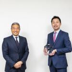 グラミン日本 理事長/CEO 百野公裕 氏(右)とSAPジャパン 会長執行役員 内田士郎(左)