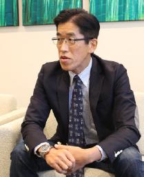 慶應義塾大学大学院メディアデザイン研究科 岸 博幸教授